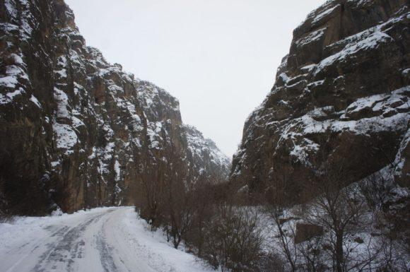 узкого извилистого ущелья притока реки Арпа