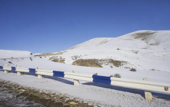 И снова перегон вдоль снежных пезажей.