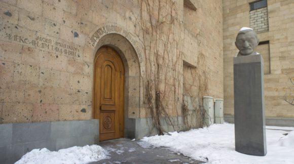 Рядом музей архитектора и градостроителя Александра Таманяна.