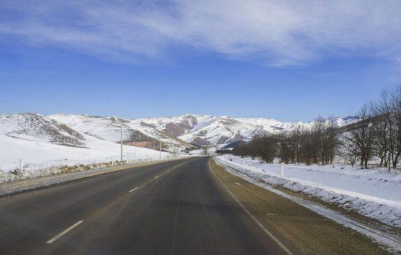 Приближаемся к границе с Грузией. За бортом по прежнему мороз, в душе - непреодолимое желание убраться из Армении как можно быстрее.