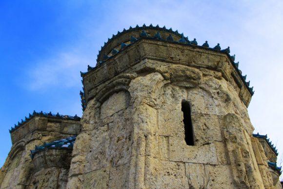 Храм очень аккуратный и изящный, не похожий на своих современников.