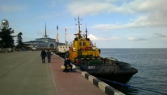 Морской вокзал. Батумкский морской порт - самый глубоководный порт Грузии, главные морские ворота страны.