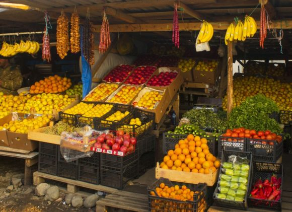 Кстати, часто слышу, что в Грузии все дороже, чем у нас. Я бы так не сказала: мясо, овощи, фрукты - дешевы и сердиты.