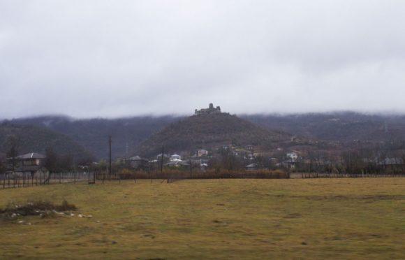 Сильно порушенная, но живописная древняя крепость Шхепи.