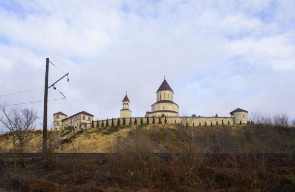 Хобский монастырь — формально Ноджихевский Успенский мужской монастырь – известен как весьма древний монастырь, где когда-то хранилось очень много реликвий. Все постройки в современном состоянии относятся к концу XIII или началу XIV века