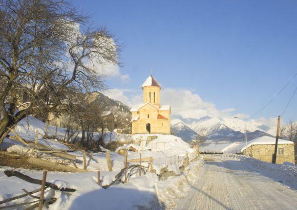 Также сохранились древние каменные православные церкви.