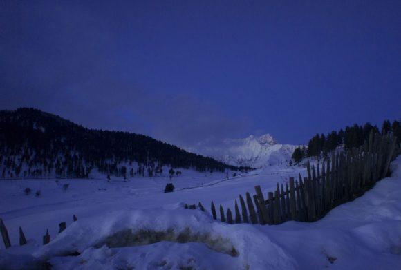 хороший вид на одну из вершин Большого Кавказа в грузинском регионе Верхняя Сванетия - пик Ушба (4700 м.) Вершина двуглавая, сложена гранитами.