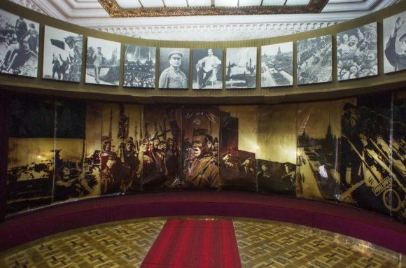 Следующие 2 зала посвящены Великой Отечественной войне и победе. Удивительно, что экскурсовод очень мало времени уделила именно этому периоду.