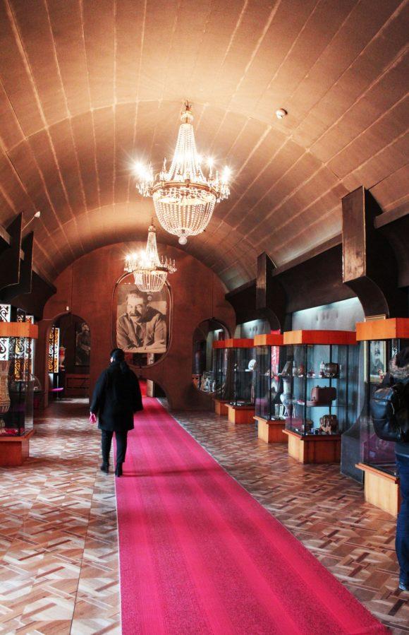 В заключительных залах музея представлены многочисленные подарки
